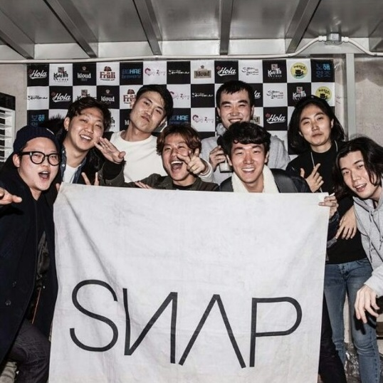 In 2016, Elton (second from the left) joined SNAP, a campus organization at Korea University focused on DJing and mixing.