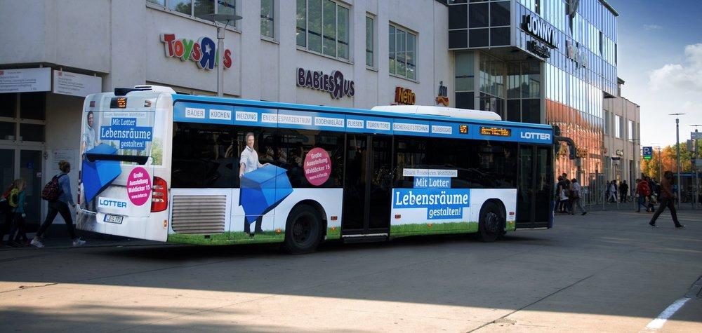 Lotter Lebensräume_LB_POP Plus_Einstieg_LB-E 770_vor Bahnhof_170925_klein.jpg
