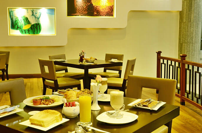 BLACK GOLD CAFE - Panari Hotel
