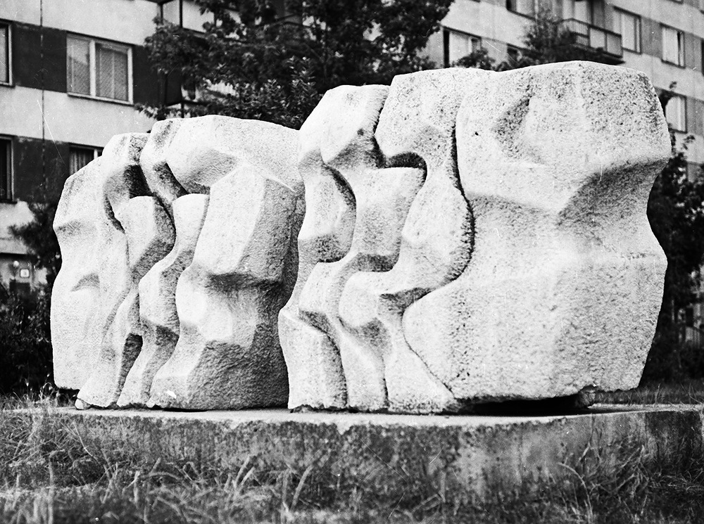 TheDuel     stone Galanta 1972 350 x 55 x 95 cm