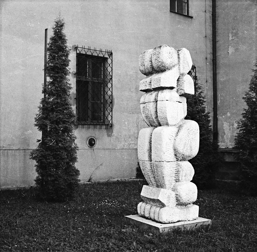 Caryatid     stone Trenčín 1982 320 cm