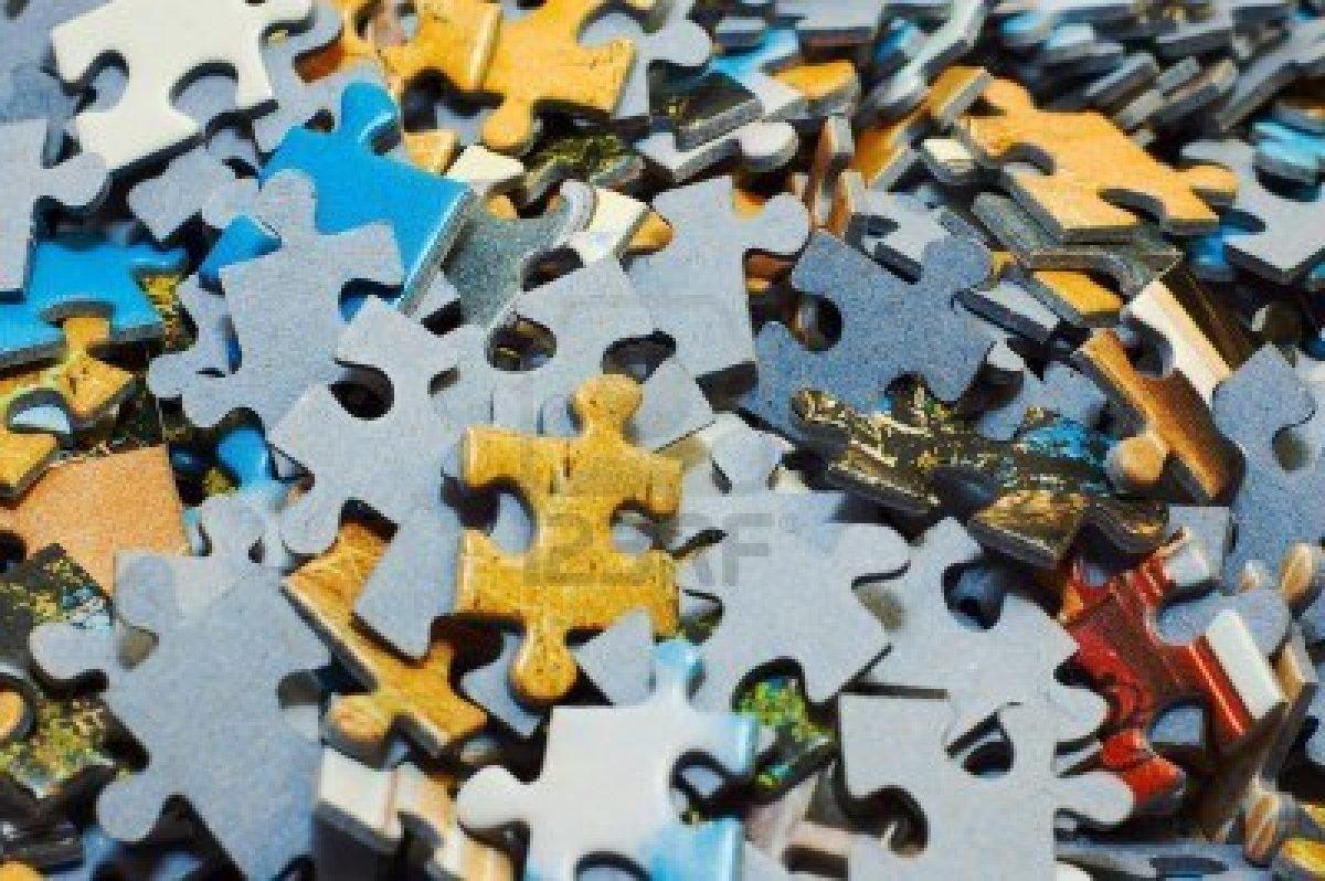 5139391-compito-troppo-difficile-mucchio-di-pezzi-di-puzzle