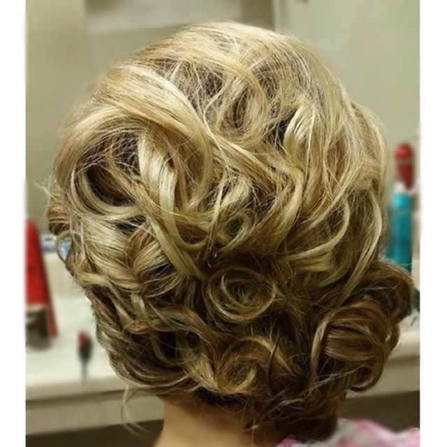 B R I D A L  H A I R  by Jocelyn ~  #bridalhair #updo #flawless #onsitehair #wetravel 👰🏼👜
