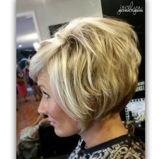 B L O N D E  B O B  featuring fullness + movement by the incredible SHS stylist, Jocelyn. { @jocsalon } 💁🏼#structurehs #blondebob