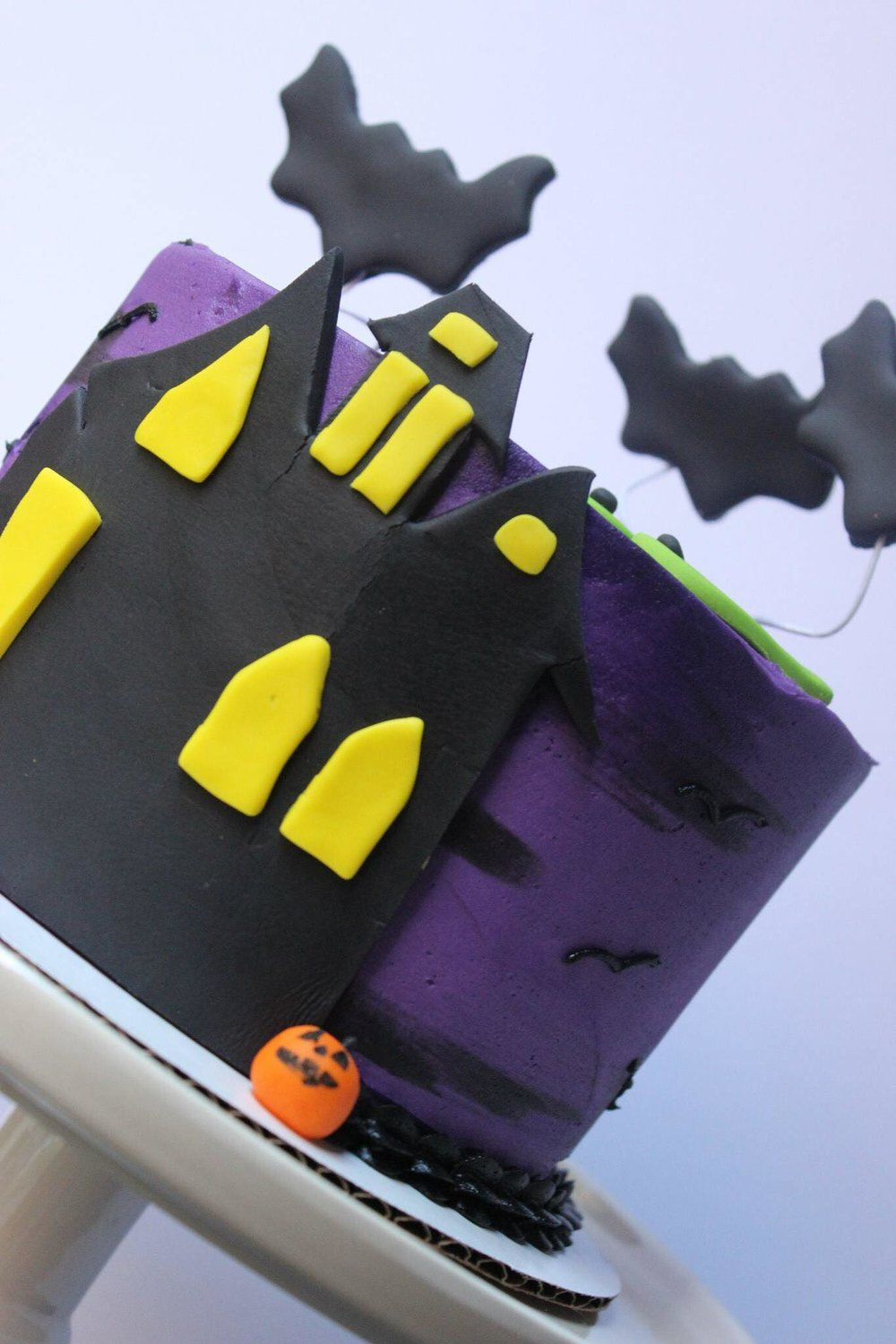 Haunted House Cake - 6 inch $558 inch $659 inch $75