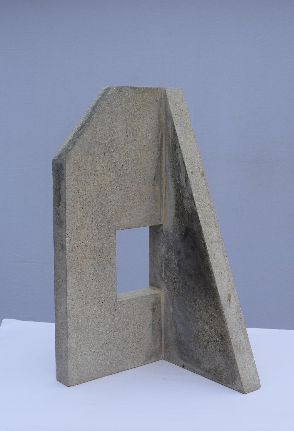 Sangar V (60 × 30 × 30 cm)
