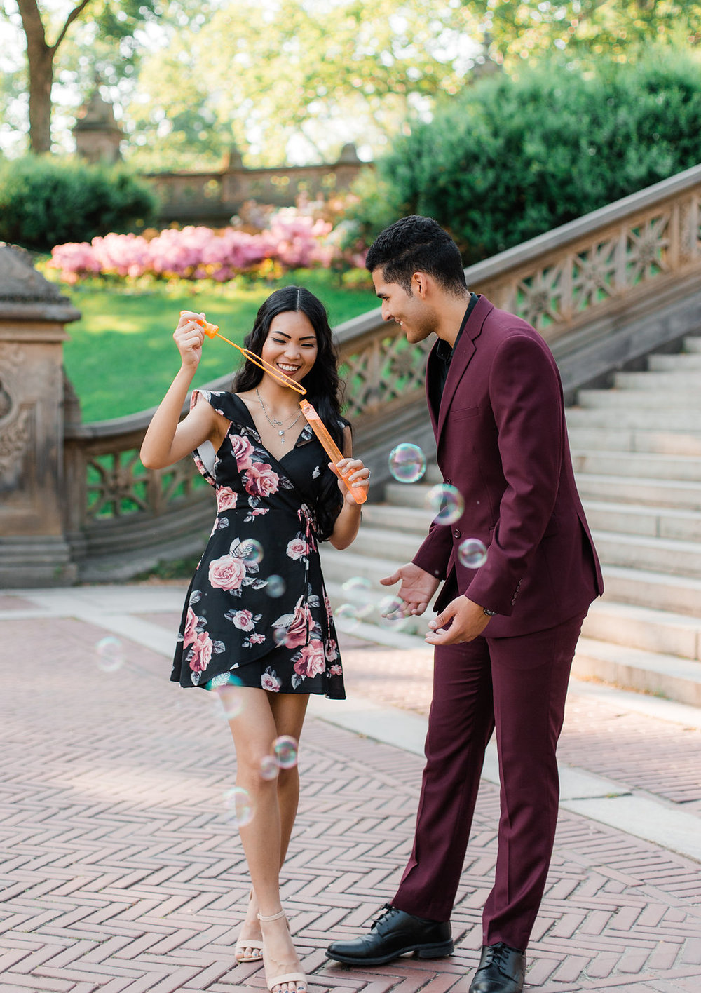 couple-shoot-central-park-nyc-bubble-blowing.jpg