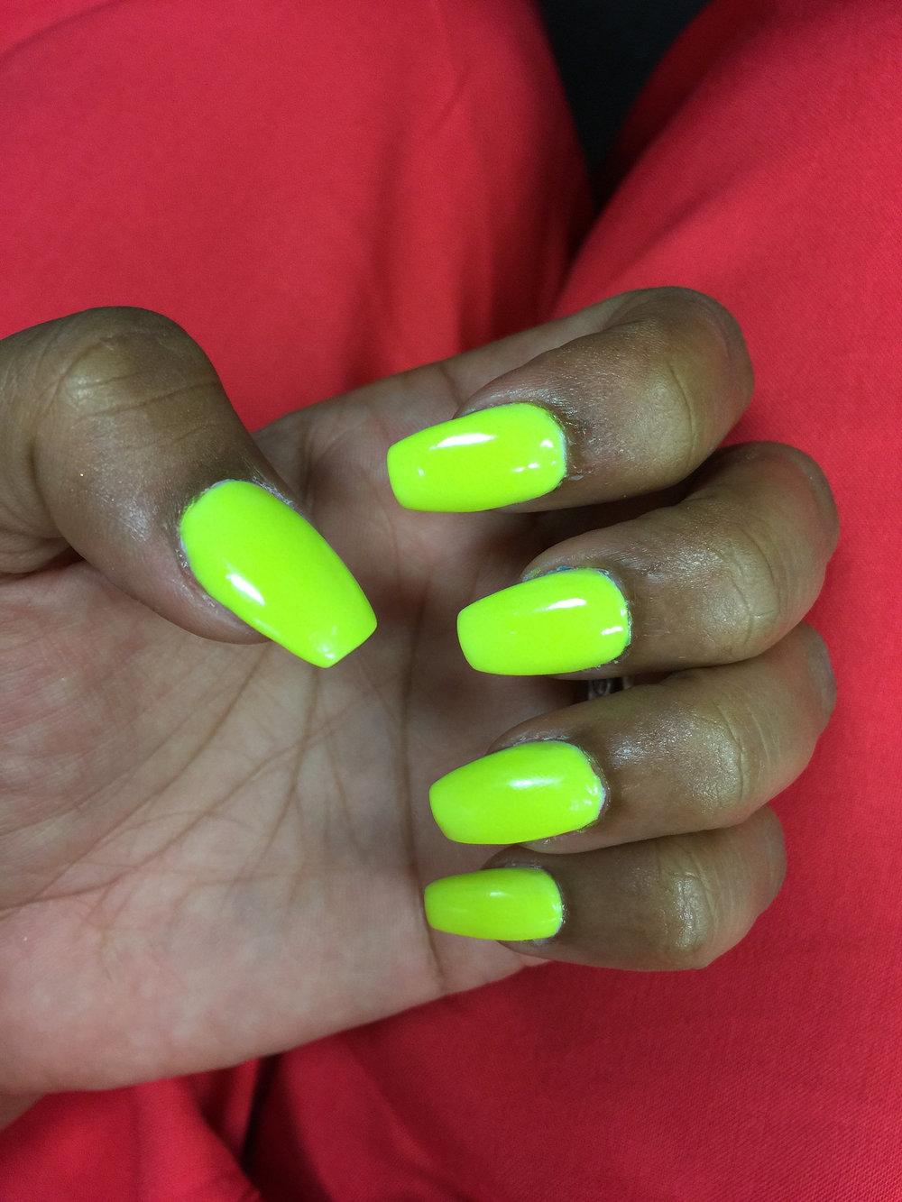 neon- yellow-coffin-nails