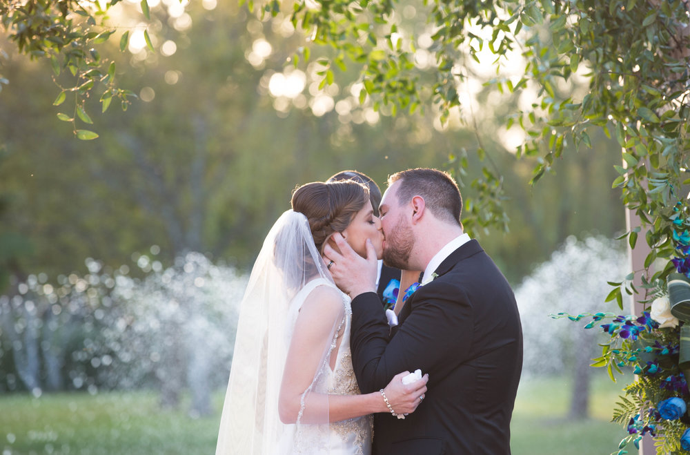 First Kiss : T + M wed | Kemah Gardens - Texas Weddings : Vashti Co. Photography