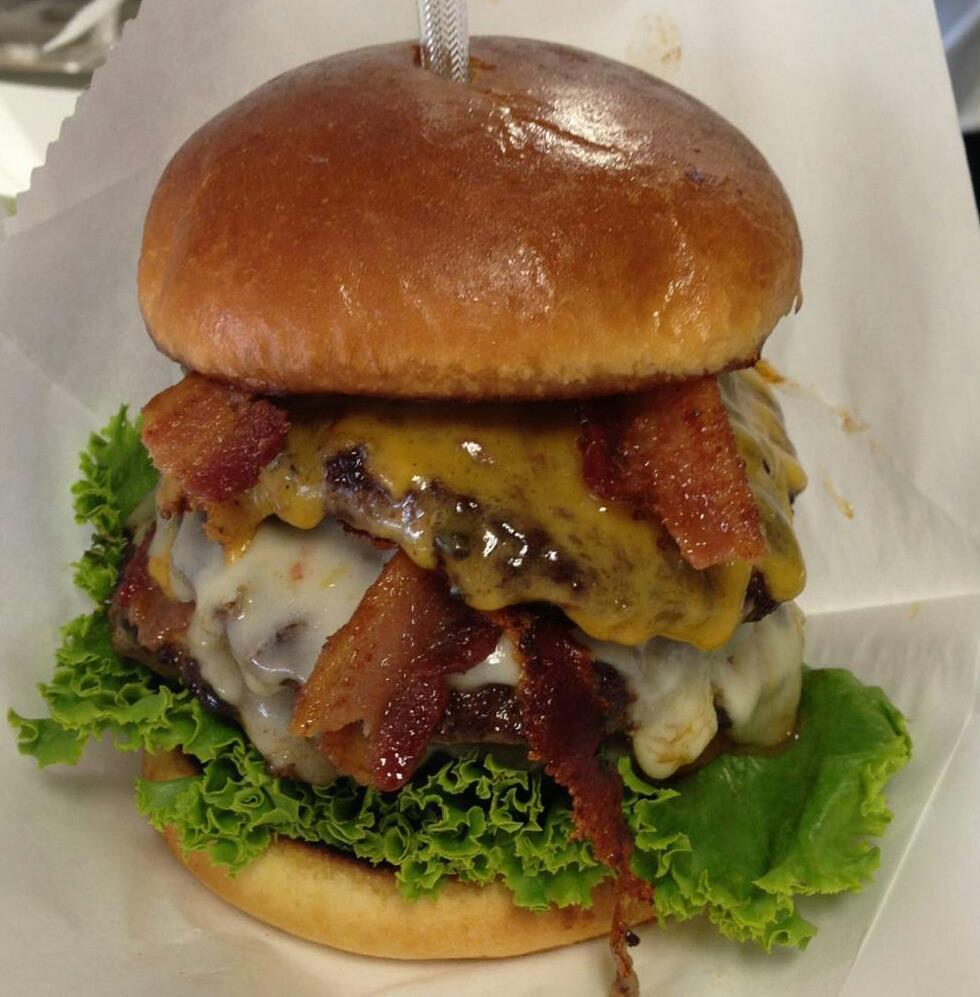 Truckmeister-Burger-MIlwaukee-Food-Truck-Bacon