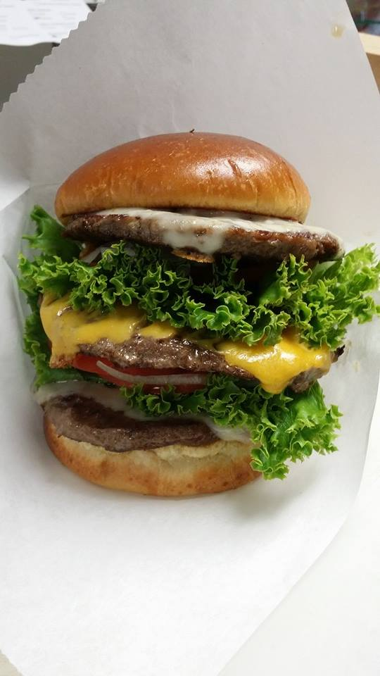 Truckmeister-Burger-Milwaukee-Food-Truck-Lunch