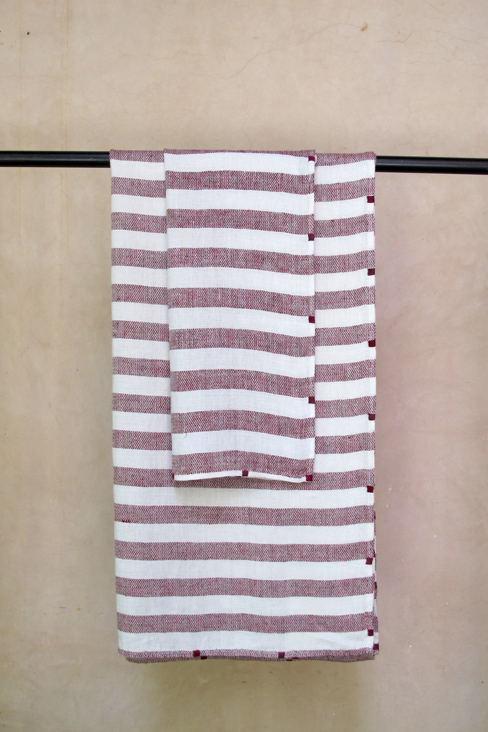 bathlinen_serviette_invitee_riga_bordeaux_8.jpg