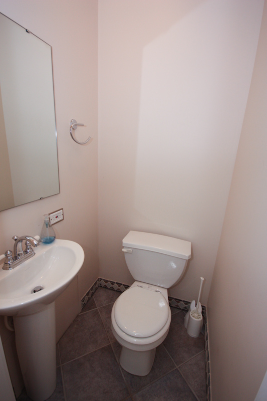 Partial Bath: Lower Unit: The lower unit has an additional powder room. The uppper unit has one full bathroom.
