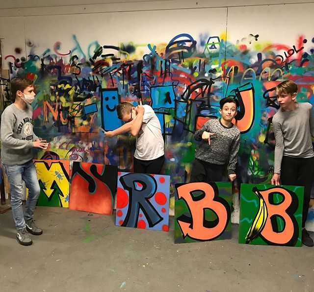 Graffiti feestje was helemaal geslaagd met @Snapwillum ! 🎨 #Graffiti #graffitiparty #graffitiworkshop #graffitiworkshopdenhaag #graffitidenhaah