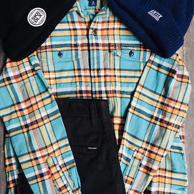Shop deze beste stijl #revive #volcom #antix #sk8deluxe