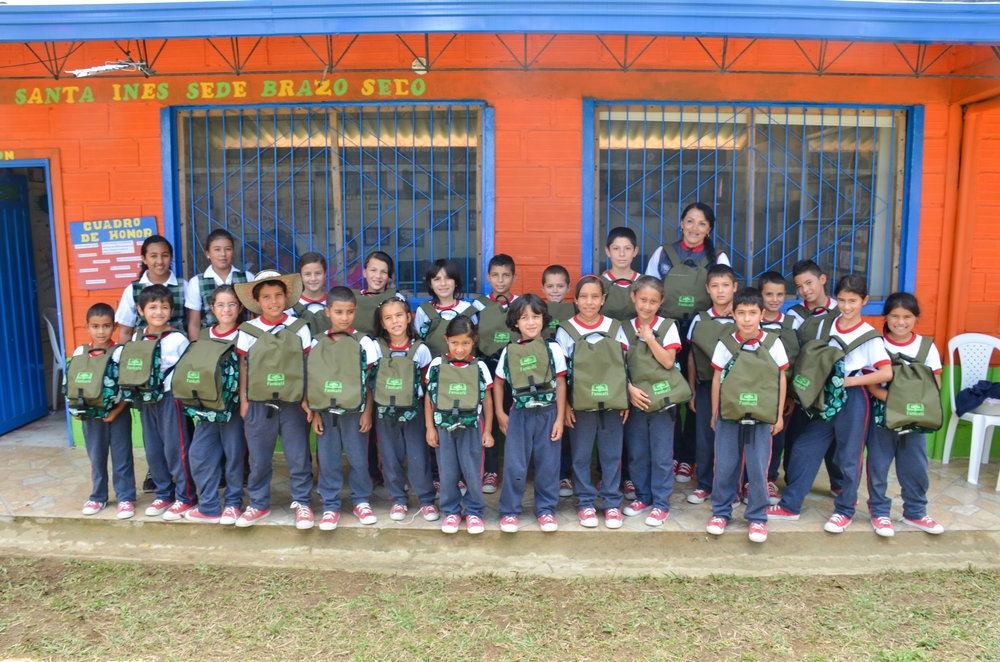 The students at Brazo Seco were thrilled to receive their new Famicafé backpack!