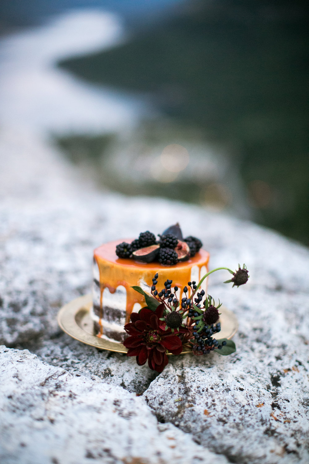 Photography by:  Genevieve Renee  + Cake by:  Pretty Sweet  + Florals by:  Rebecca Dawn Design