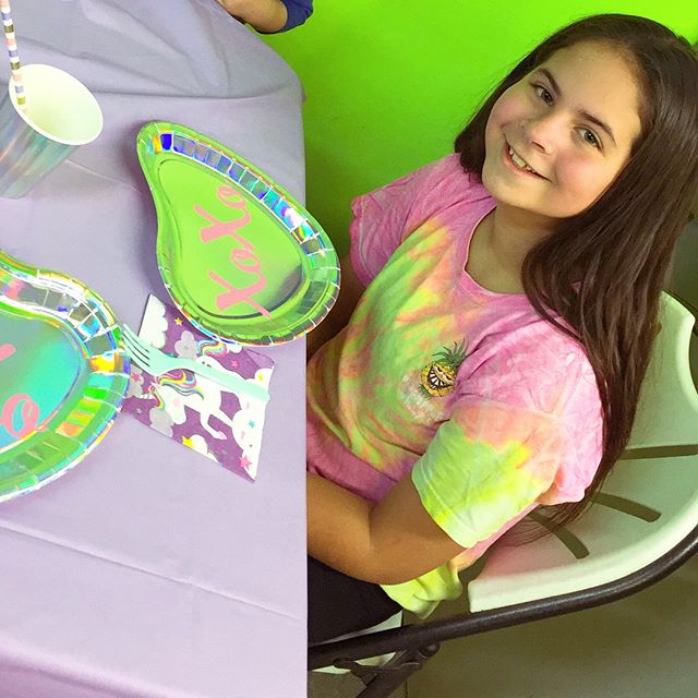 Saturday we celebrated my girl's 11th birthday. Everyone says their kid is the best but I'm convinced mine takes the prize. My beautiful little perfect entrepreneur. Her bday is 12/23 but we always celebrate in February ... cause we can! & to give her some shine away from Christmas. Swipe to see her unicorn cake and the cookies & cream insides. 😍💚💖