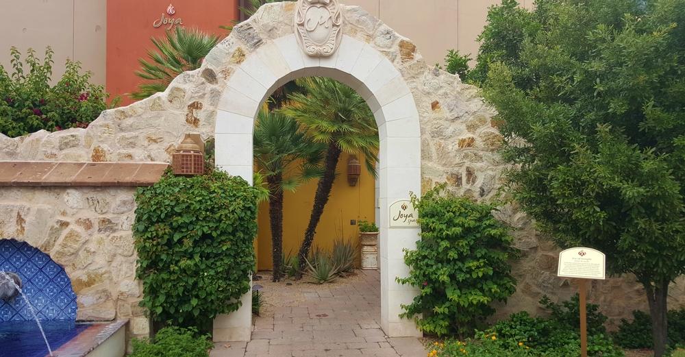 Joya entrance