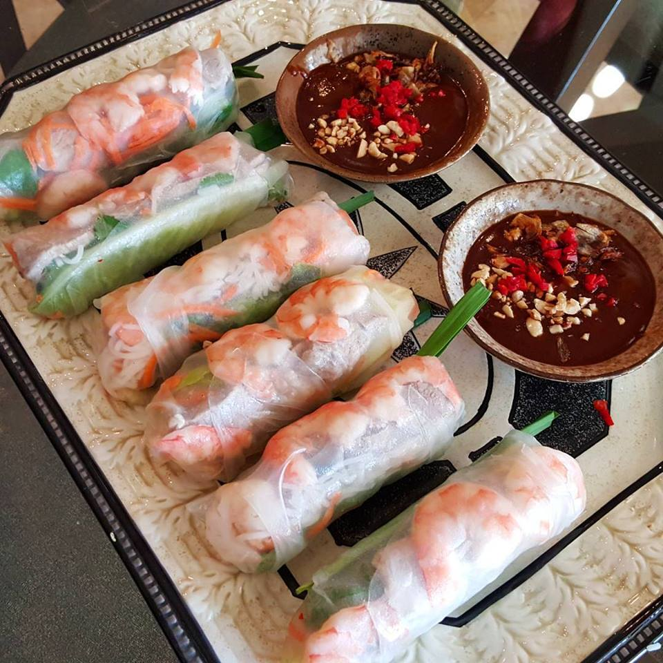 Mom's rice paper rolls with shrimp