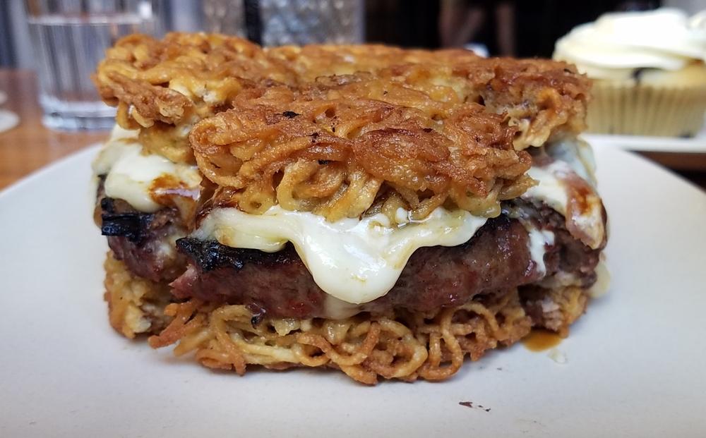 Momo ramen burger