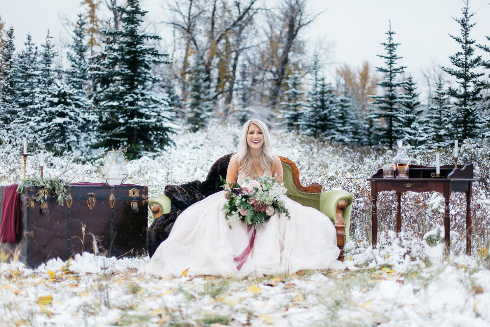 winter wedding bride with elegant bouquet of flowers