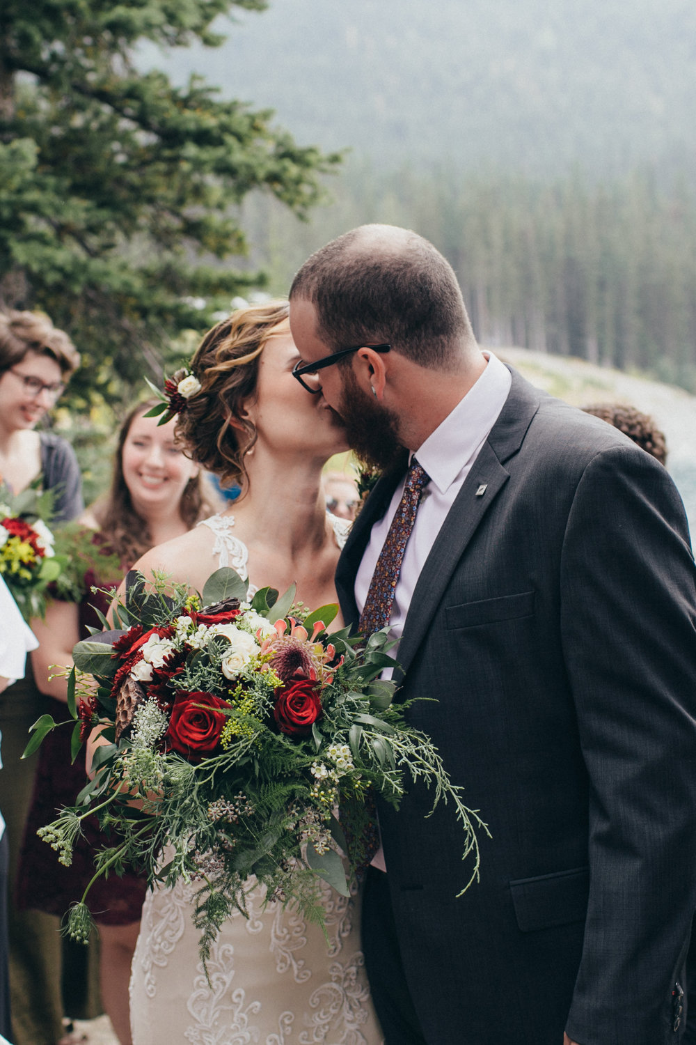 wedding florist based in calgary, cochrane and airdrie that is inexpensive