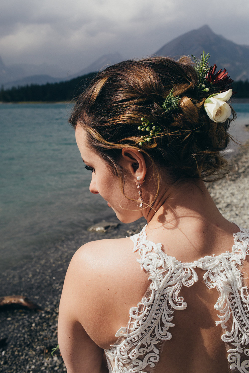 hair flowers for bride from wedding florist based in calgary cochrane airdrie banff