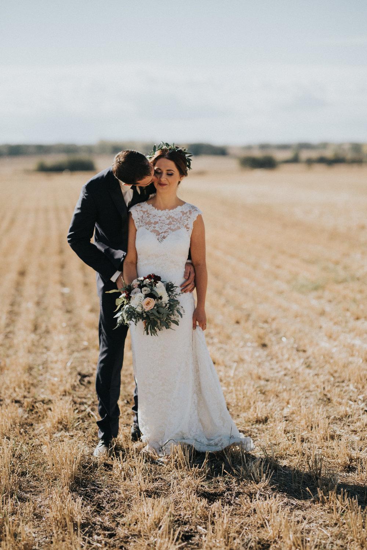 rustic wedding in alberta with rustic wedding flowers
