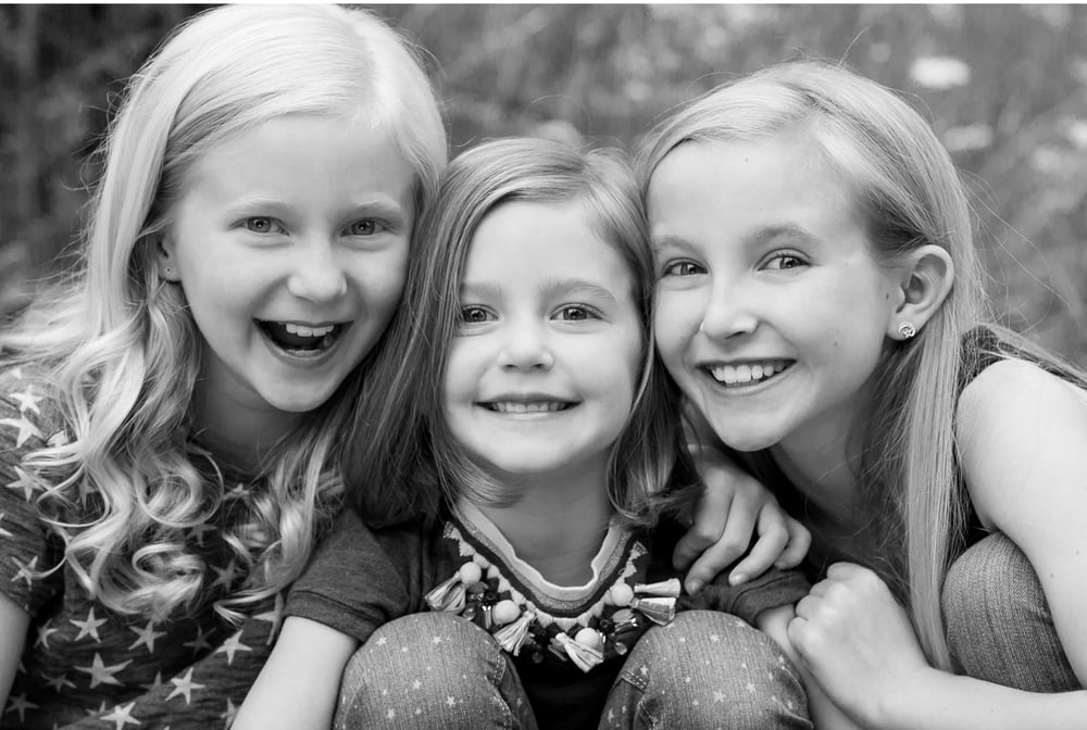 Family Portrait Session with 3 Sisters in Aspen Colorado by Jennifer Koskinen