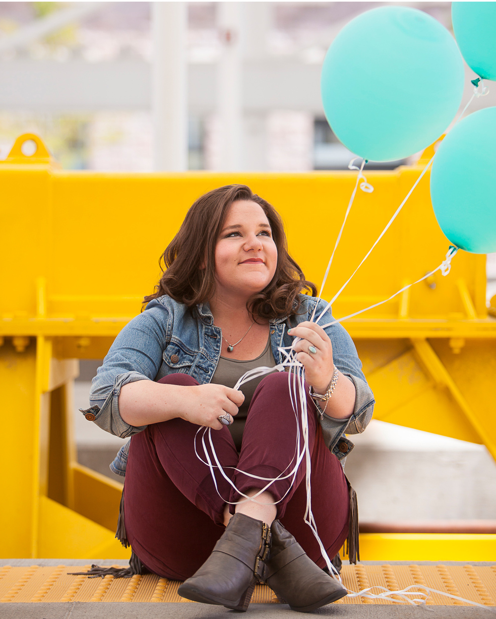 Senior Pictures with teal balloons in Denver | Merritt Portrait Studio