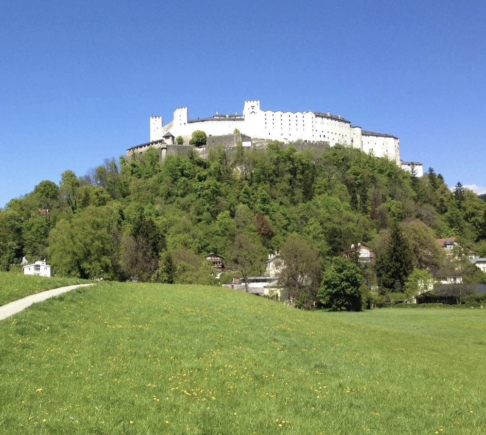 Die Festung Hohensalzburg. Den Krauthügel erreichen Sie von ihrer Immobilie in der Fürstenallee 21 in zwei Minuten.