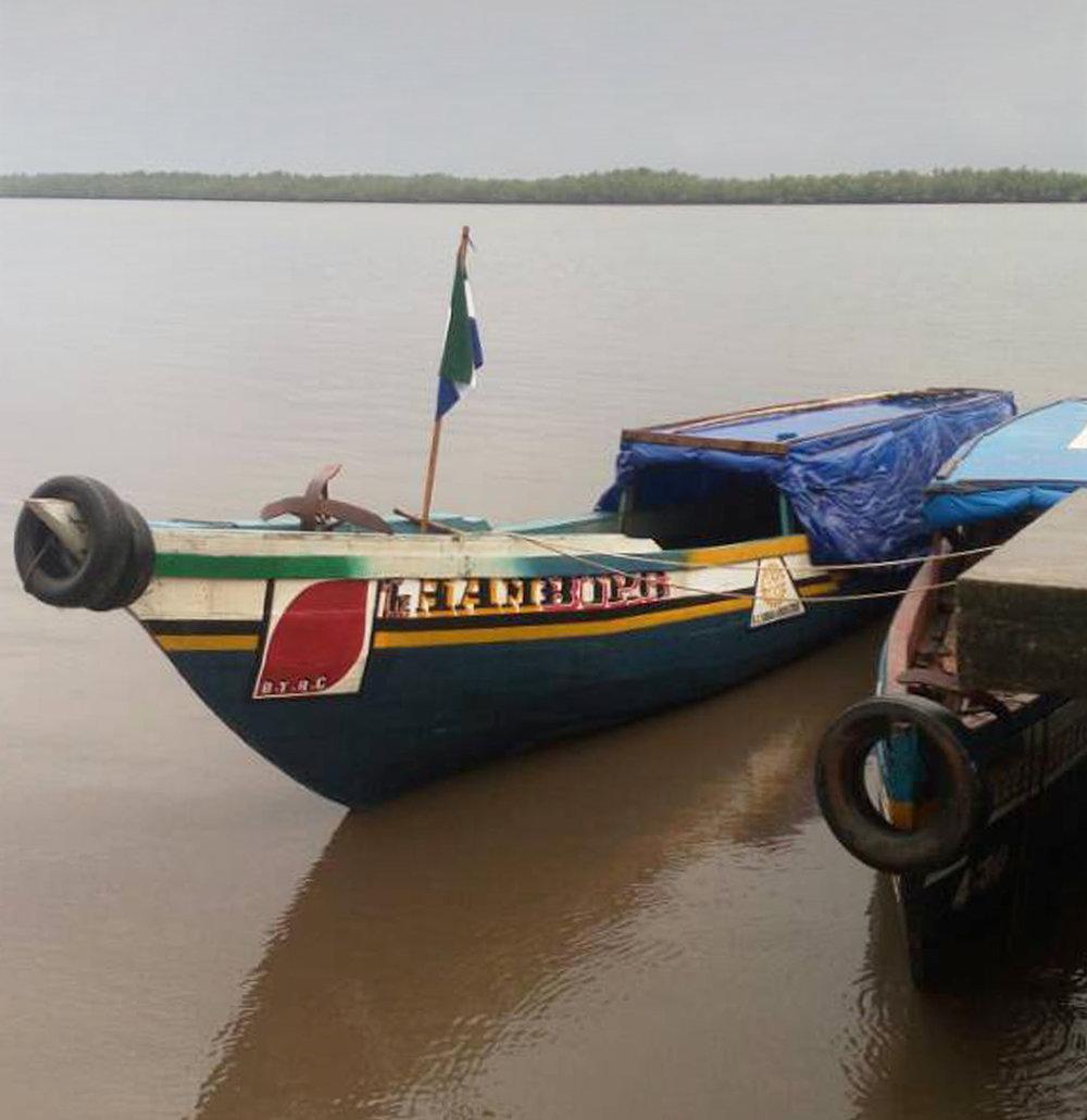 Der Rotary Club Hamburg-Harburg - unterstützte dieses Bootsbauprojekt großzügig und dankenswerterweise mit 11.000 € – für alle notwendigen Materialien und Manpower zum Bau des Bootes sowie den Kauf eines Außenbordmotors.