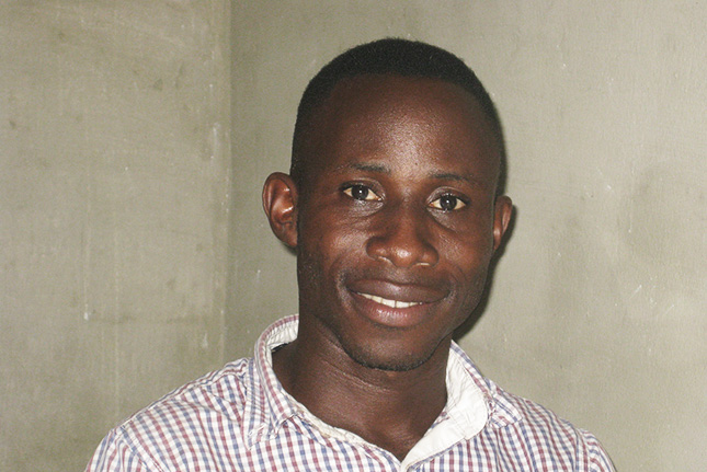Brima Briston Garrick - geb. 1986, ist seit Oktober 2015 der Leiter / Centermanager des Bonthe Youth Resource Centers. Er ist in Bonthe, Sierra Leone geboren, hat seinen Bachelor in Erziehungswissenschaften sowie Gesundheitslehre und engagiert sich seit 2003 beim Roten Kreuz in Sierra Leone.born in 1986, holds the position as the centermanager of the Bonthe Youth Resource Center since October 2015. He was born and raised in Bonthe and has completed his bachelor degree in educational science and hygienics. He is engaged in supporting the Red Cross in Sierra Leone since 2003.
