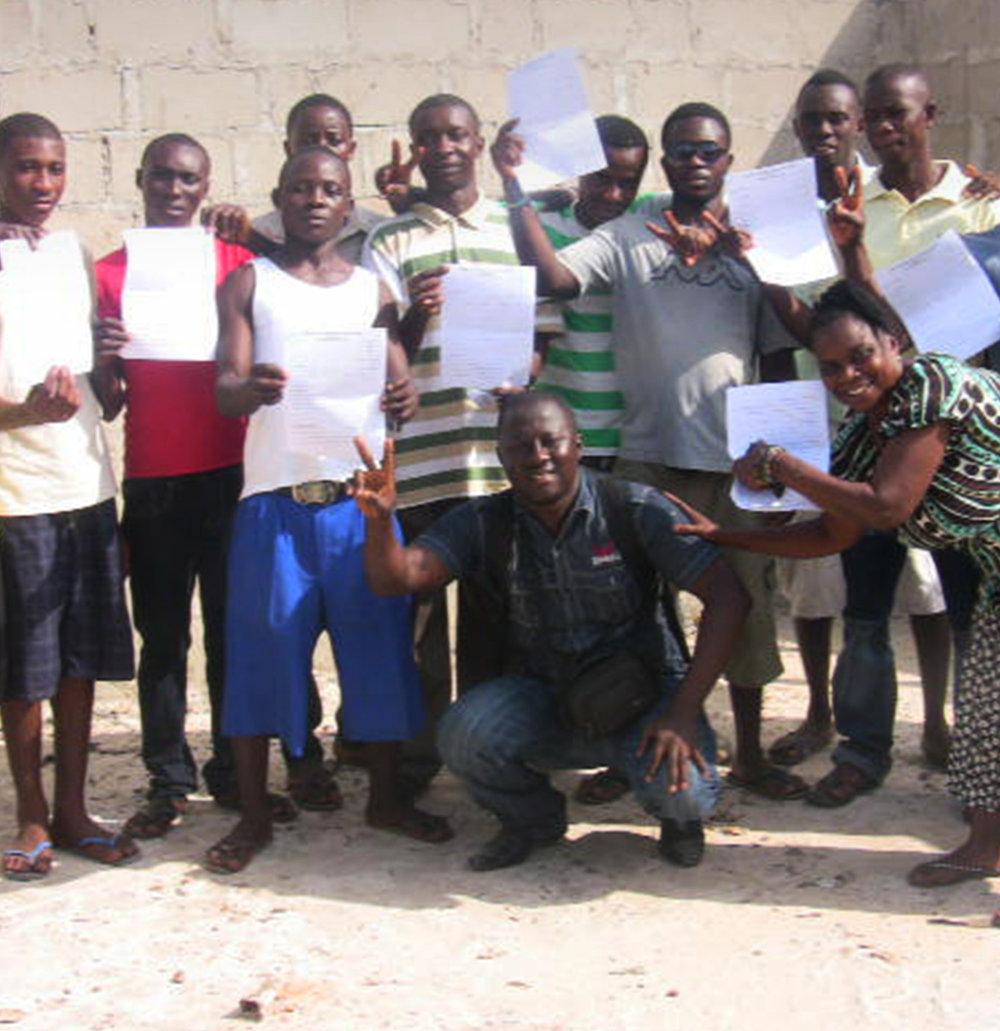 Projektpate ODER Einzelspende.JEDER EURO hilft. - Das Bonthe Youth Resource Center in Sierra Leone bietet jungen Menschen die Möglichkeit ein Handwerk und lebensnotwendige Fähigkeiten zu erlernen. Bildung ist ein Schlüssel für eine gerechtere Welt.Wir sind auf Spenden und dauerhafte, verlässliche Förderer angewiesen. Bitte helfen Sie mit! Geldspenden sind steuerlich abzugsfähig. Wir schicken Ihnen unaufgefordert eine Spendenquittung (ab 50 € Geldeingang), wenn Sie uns Name und Adresse auf dem Überweisungsträger mitteilen.
