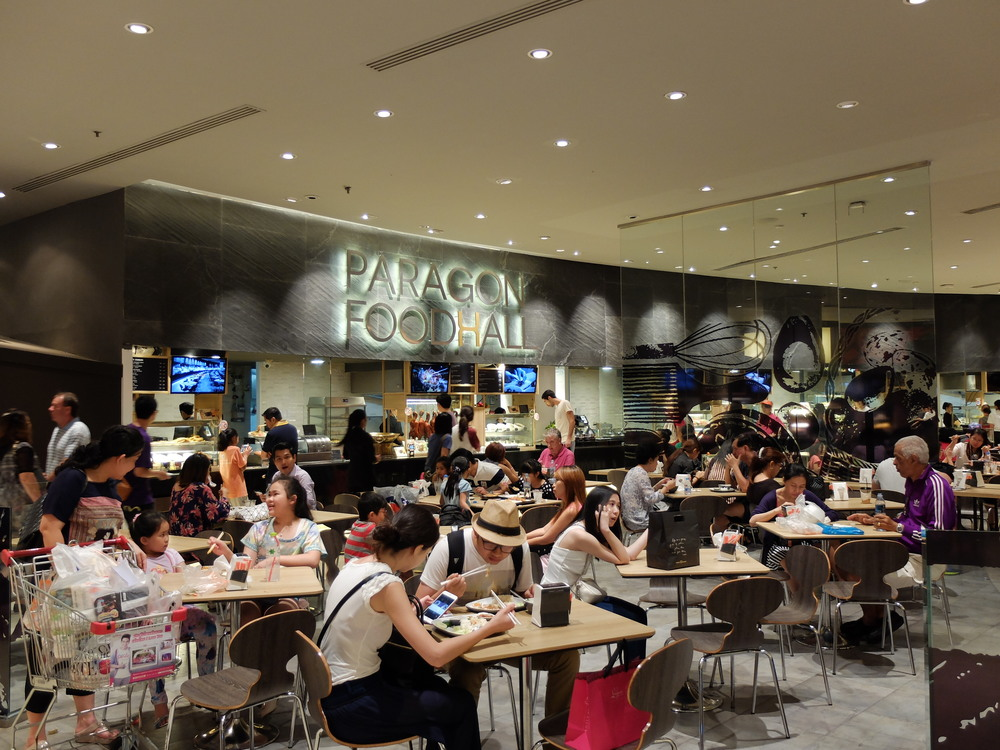 Paragon Food Hall is alway full with crowd from around the world