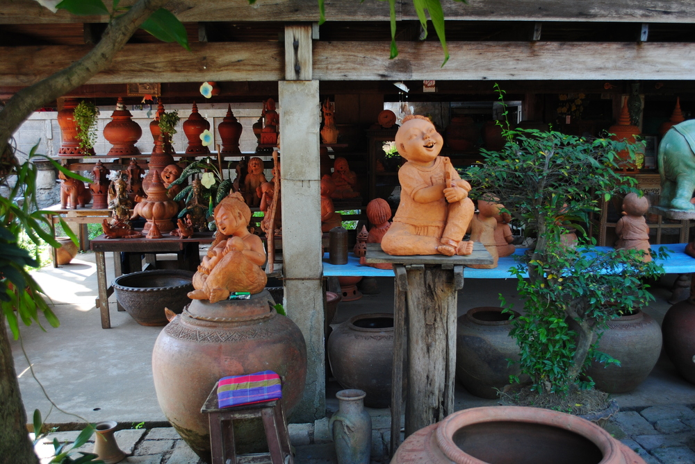 Earthware at Koh Kret