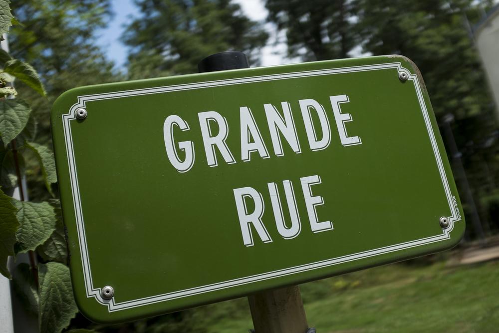 Elk dorp heeft zijn eigen Hoofdstraat, Grande Rue.