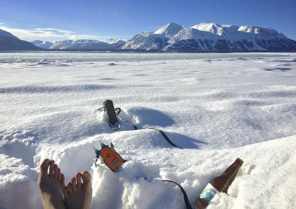 Đinh giày tuyết luôn là đồ mở bia tốt nhất