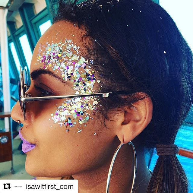 #Repost @isawitfirst_com ✨Glitter goals ✨All day erryday 🙌🏻 #seaitfirst #anchored #isawitfirst @wearebeautiq . . . #wearebeautiq #glitter #glitterhair #festivalstyle #festivalhair #festivalglitter #beachvibes # #coachella  #glitterface #glittermakeup #glitterbrows #tumblr #tumblrgirl #girlpower #girlgang  #beautyblog #beautyblogger #bbloggersuk #mua #manchester #makeup  #boobies #boho #babe