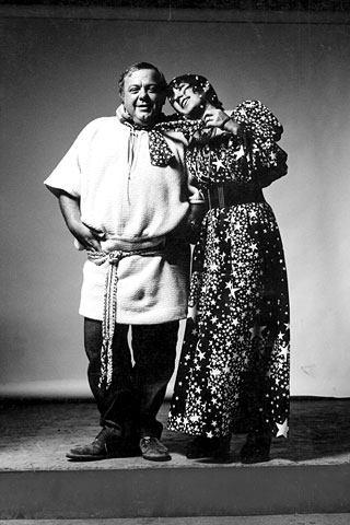 anna-piaggi-and-her-husband-the-photographer-alfa-castaldi-in-luomo-vogue-1969.jpg