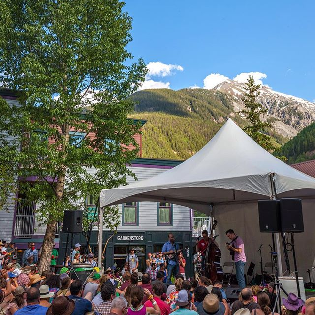 Road Trip Day 32: A latergram of Ed Helms band (lonesome trio) playing in #Telluride Town Park during #TellurideBluegrass