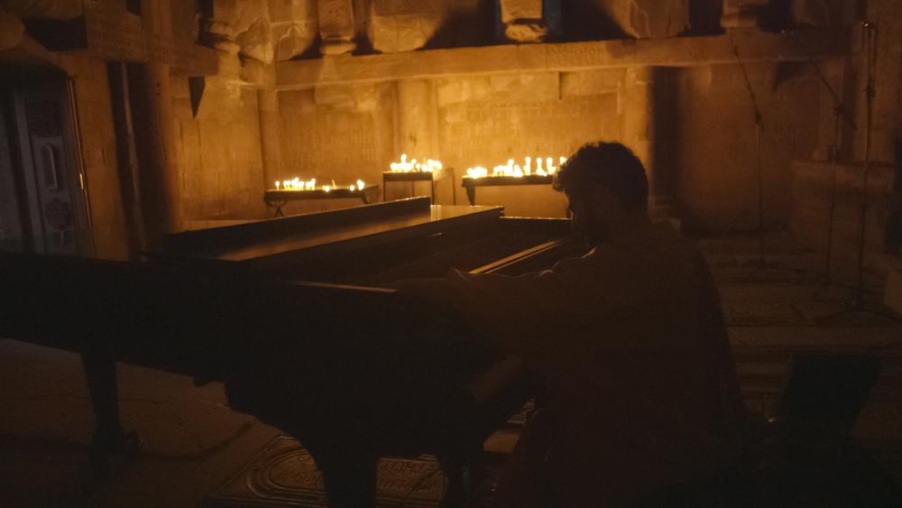 Noravank_Tigran_Piano_01.jpg