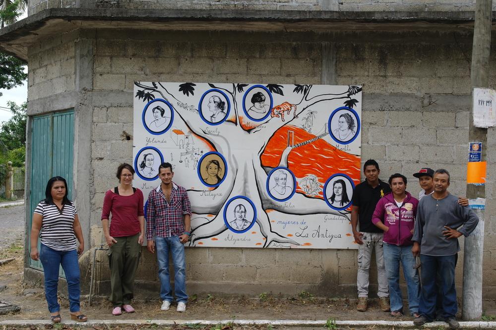 Katja Vonhelldorf en la presentación de su mural sobre las mujeres de La Antigua. Noviembre 2014