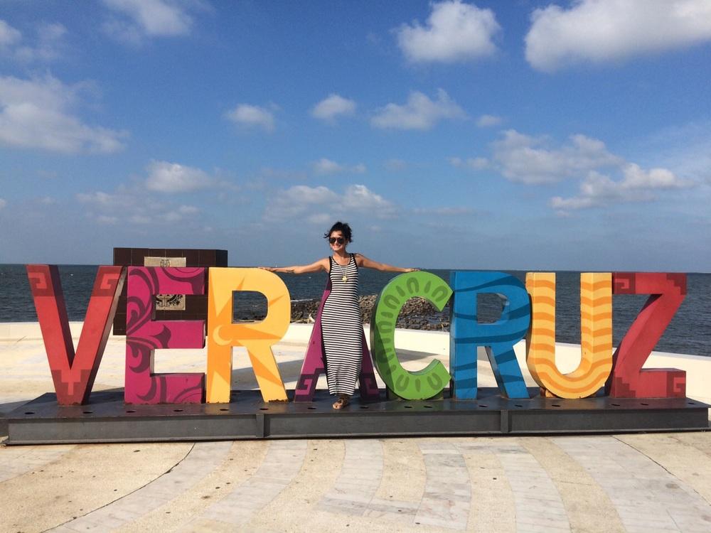 Viridiana recorriendo el boulevard. Puerto de Veracruz, Julio 2015.