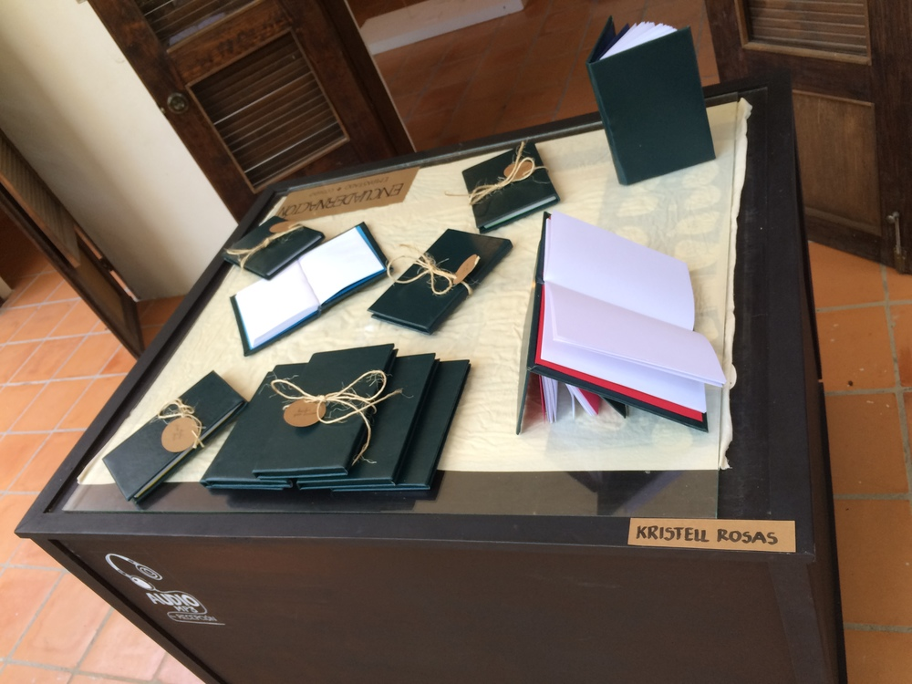 """Kristell Rosas: Trabajo realizado dentro de su taller """"Encuaderna tu cuento""""; libros de pasta dura."""