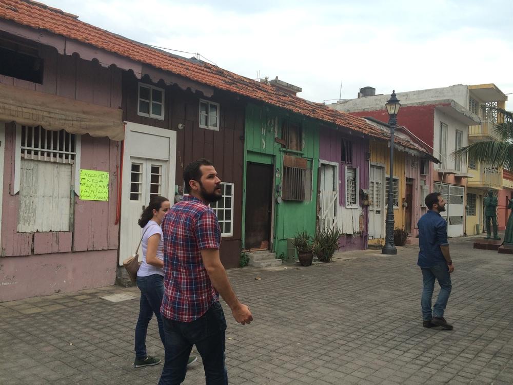 Carlos y Eduardo visitando el barrio de la Huaca. Puerto de Veracruz. Enero 2016