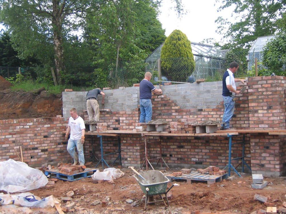 bricklayers building brickwork for garden walls in belfast northern ireland