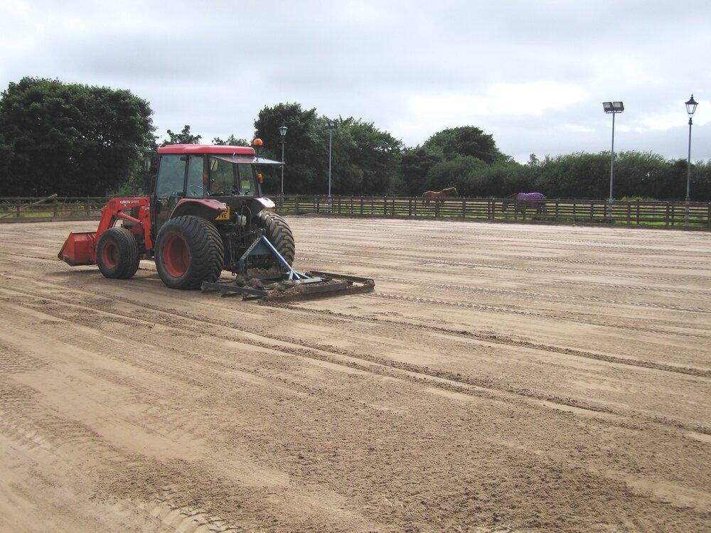sandschool levelling kubota for arena