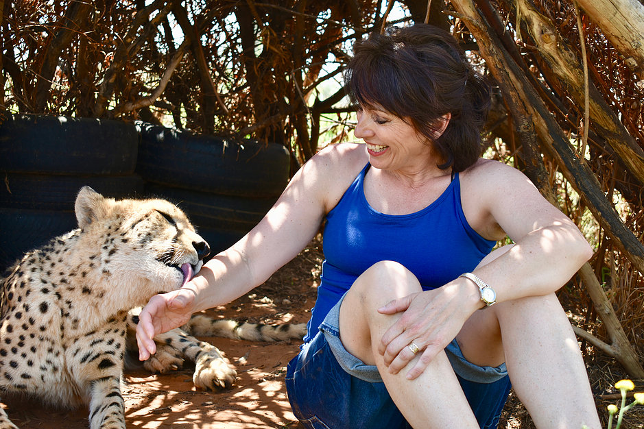 Leslie licked by cheetah.jpg